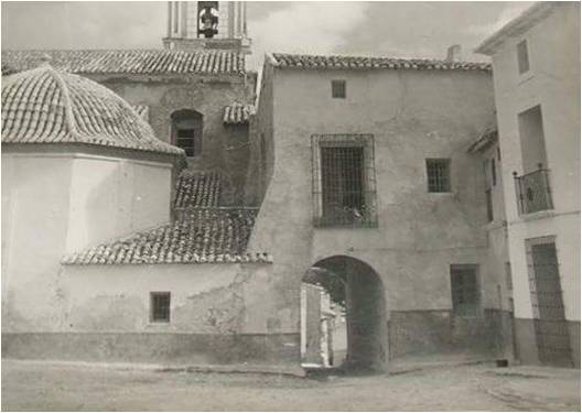 Old photo of the entrance to the Plaza de los Cañones